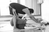Ashtanga-Yoga-03-Adjustments-Session